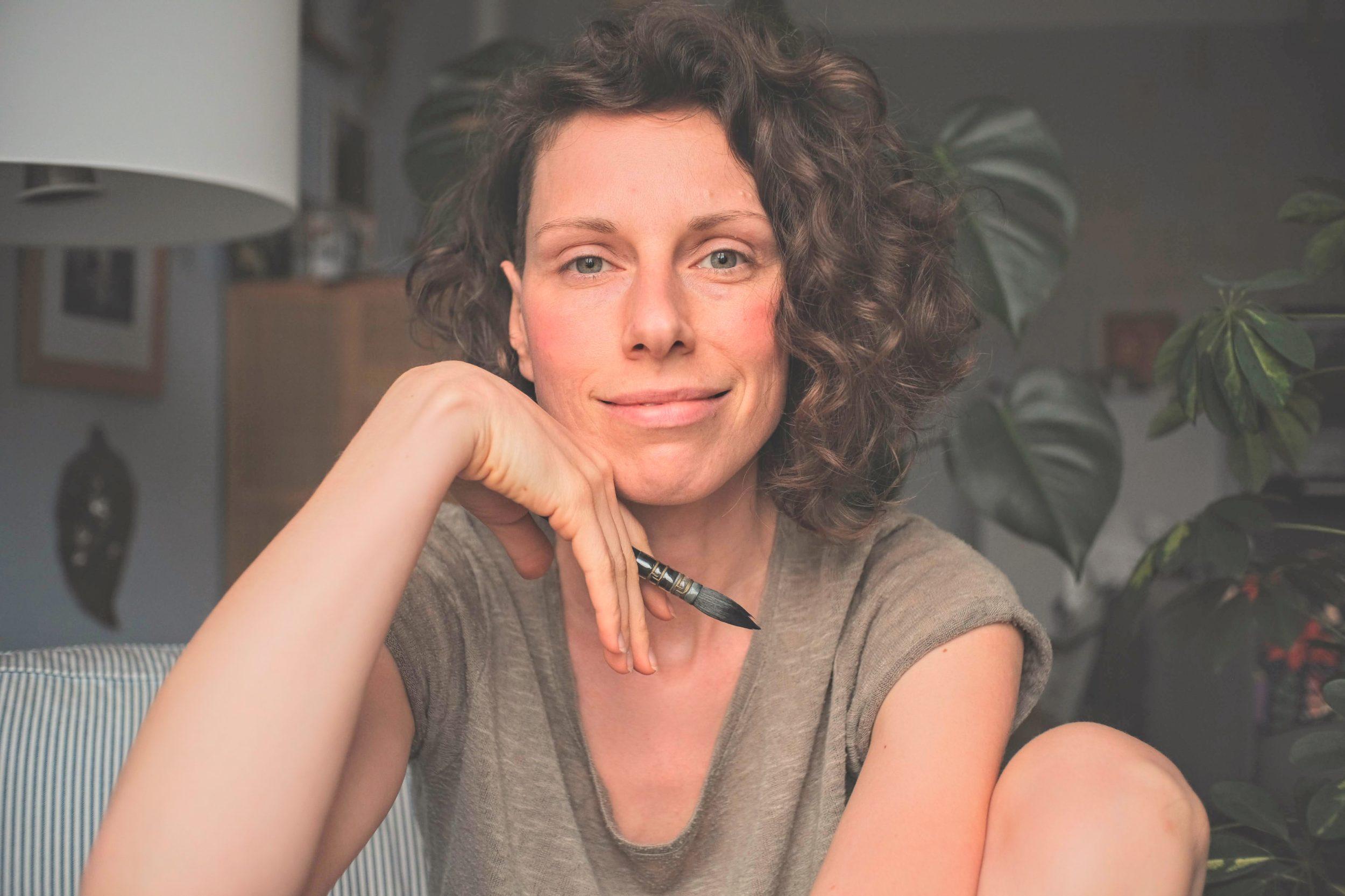 maria und der pinsel über mich shop öko artprints aquarell malerei nachhaltig kunstdrucke feminin